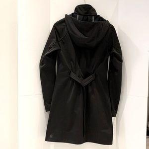LULULEMON Apres Sports Rain Jacket size 6